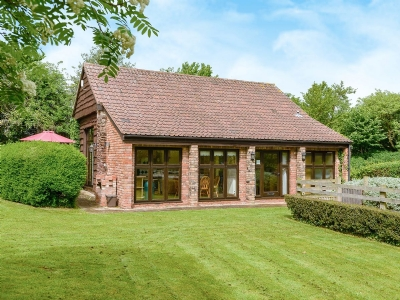 Dog Friendly Cottages Taunton Oak Tree Barn Somerset With Pets